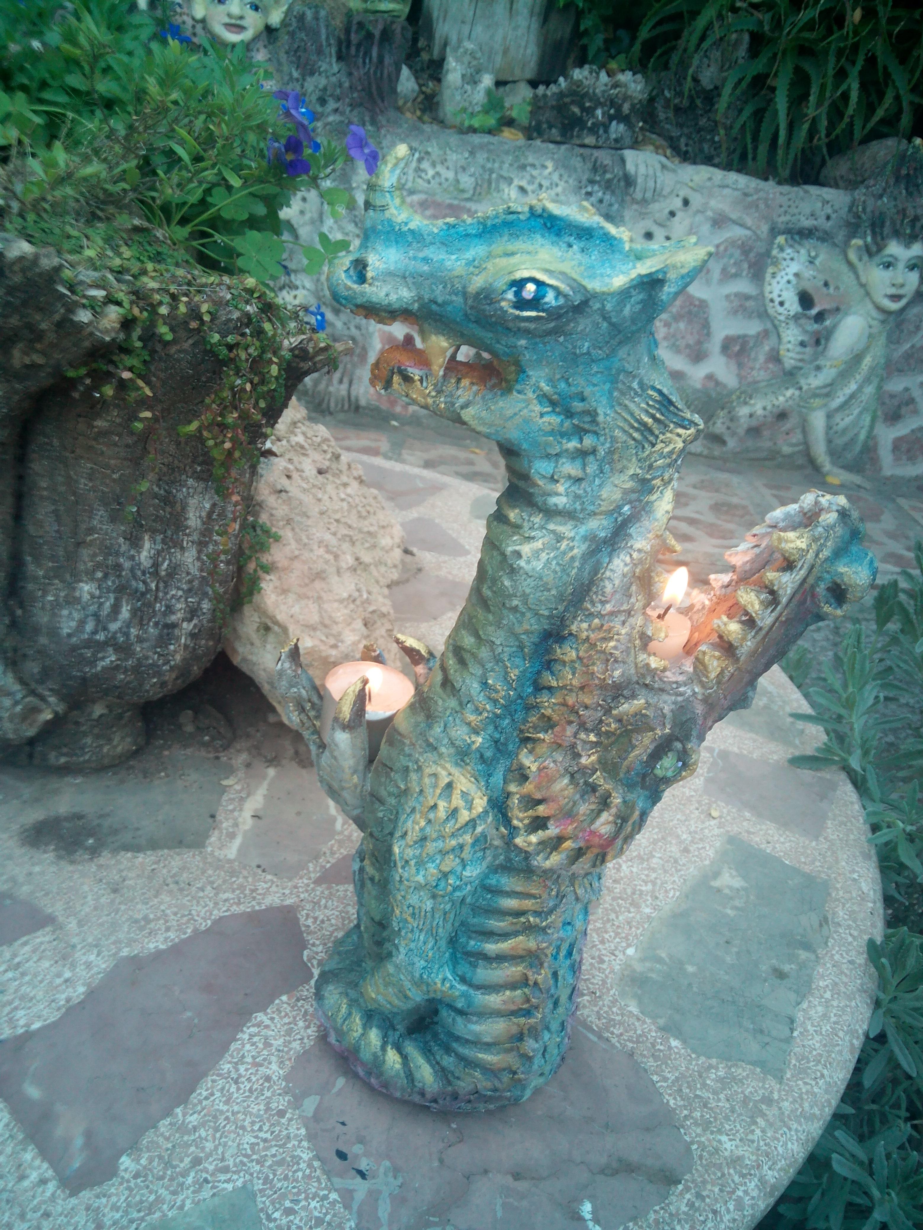 Candelabro de dragones