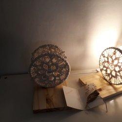 Un par de las lamparas de mesita de noche