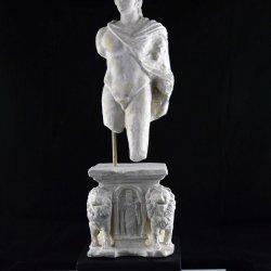 A ROMAN SOLDIER IN STONE / SOLDADO ROMANO EN PIEDRA