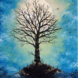 Árbol bajo la luna