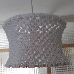 Lampara/pantalla colgante hecha en macrame