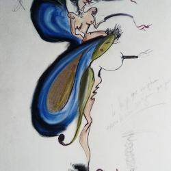la mujer que viajaba encima de una oruga que fuma