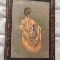 Espalda con mantón amarillo