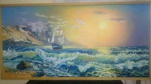 Barco a la deriva al amanecer.