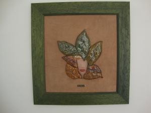 Cuadro de cerámica , cara enmarcado en tela