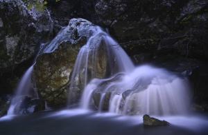 Cascada iluminada