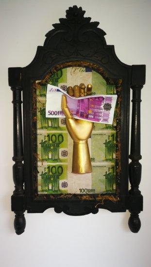 La ley de la atracción escultura poder del dinero
