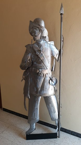 Sculpture Soldier with pipe