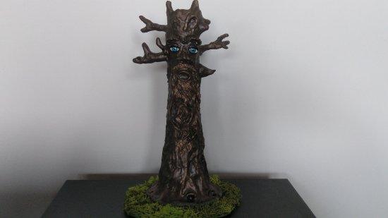 Quemador de incienso con forma de tronco de árbol
