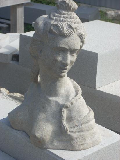 Cabeza de mujer(Escultura en granito)