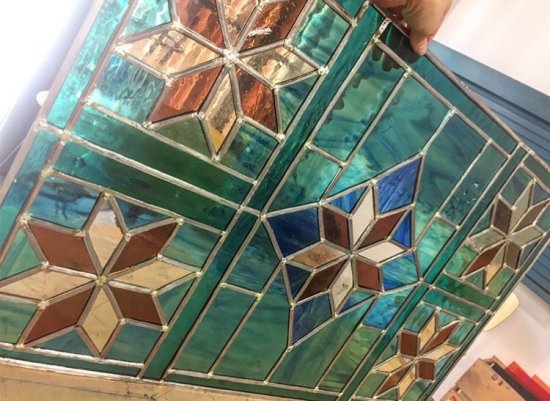 vidriera contemporánea