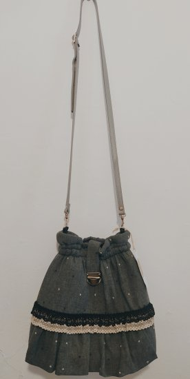 Gray woven bag with dots