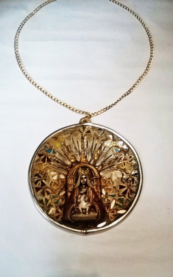 SMALL MEDALLION FOR WALL, ORIGINAL MOSAIC WITH MIRRORS EMBELLISHED WITH COROMOTO VIRGIN AND CHAIN